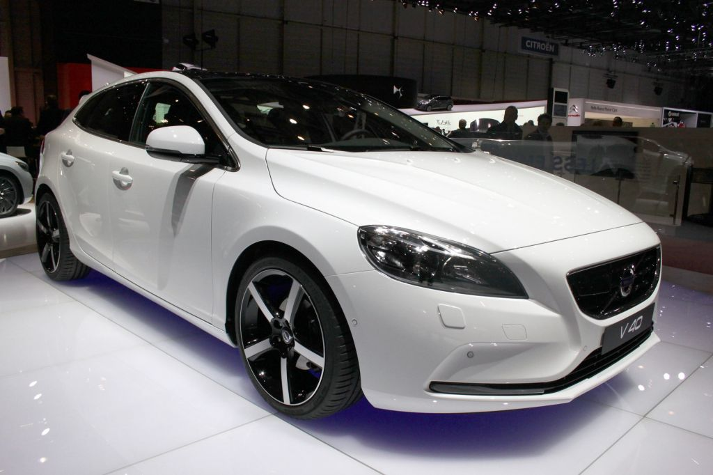volvo v40 salon de gen ve 2012. Black Bedroom Furniture Sets. Home Design Ideas